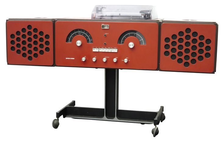 RR126 stereo system by Achille & Pier Giacomo CASTIGLIONI for Brionvega in the 60s. The RR126 is a hi-fi stereo system, its steel modular structure allows to arrange the whole in the form of a cube or a more slender cabinet. In good vintage condition.