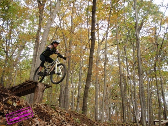 Lisa on the 3 foot drop - Rider: Lisa Lunt - Photo: Stephen Yep | VOTE » www.ilovegirlriders.com/en/photo-contest-spring - #ilovegirlriders #iamagirlrider #ilgr #girlriders #photocontest #photo #contest #mtb #cycling #downhill #road #bmx