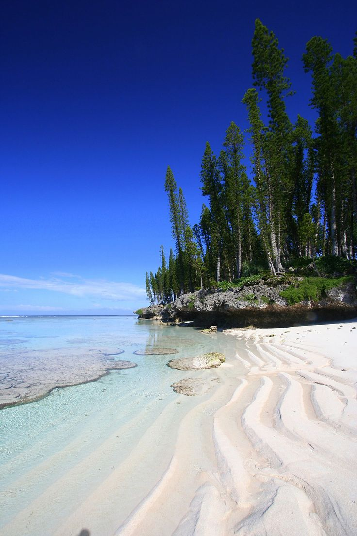 Daydreaming: Cengeité Beach | New Caledonia (photo © by mathetdjam)