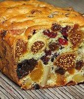 Это именно кекс из сухофруктов, а не кекс с сухофруктами. В нем очень много сушеных ягод и очень мало теста. Кекс получается насыщенным, ярким, вкусным и полезным. А главное — готовится он быстро и легко. Наша Кухня считает, что вкусной выпечки много не бывает, и с удовольствием делится этим рецептом. Заваривайте ароматный чай! Источник: http://www.adme.ru