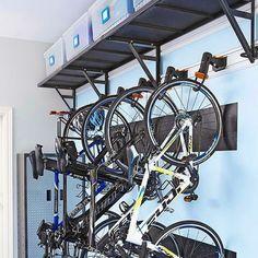 Quem disse que garagem é lugar de bagunça? Idéia para quem tem esse espaço e quer deixa-lo lindo e organizado! #nicoleorganiza #personalorganizer #organizer #organize #organizaçao #organizado #euorganizo #getorganized #homeorganizer #sembagunça #tchaubagunça #casaorganizada #home #casa #garagem #garagemorganizada #garage #bike #bicicleta #soluçao #praticidade #ficalindo #dica #boaideia