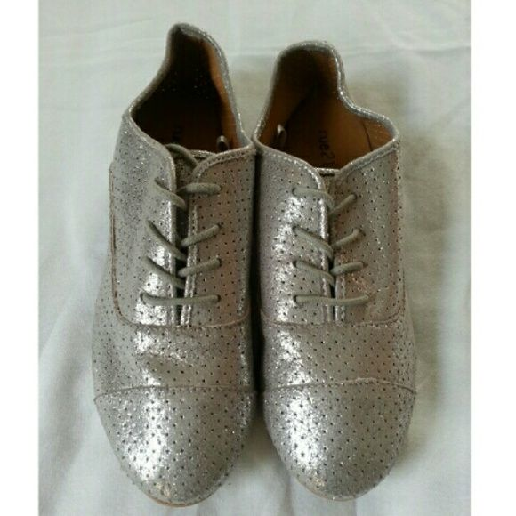 Rue 21 Silver Oxfords NWOT Festive & Chic Silver & Sparkly  Lace up  Good Condition Rue 21 Shoes Flats & Loafers