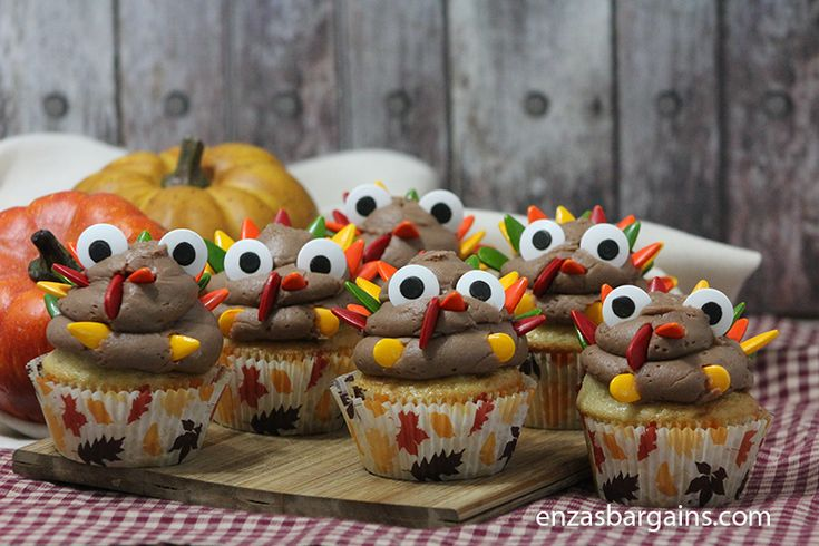 Cute Turkey Cupcakes - Recipe! Funny and CUTE Turkey Cupcakes are going to be HIT for the Holidays!