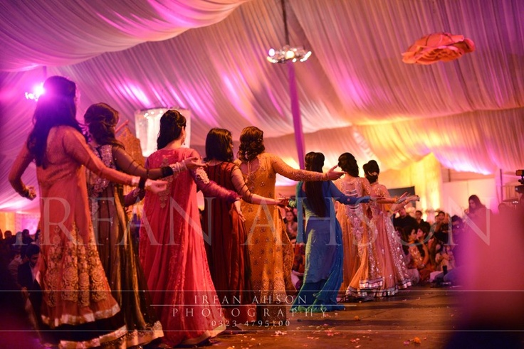 bridesmaids pakistani wedding photography by irfan