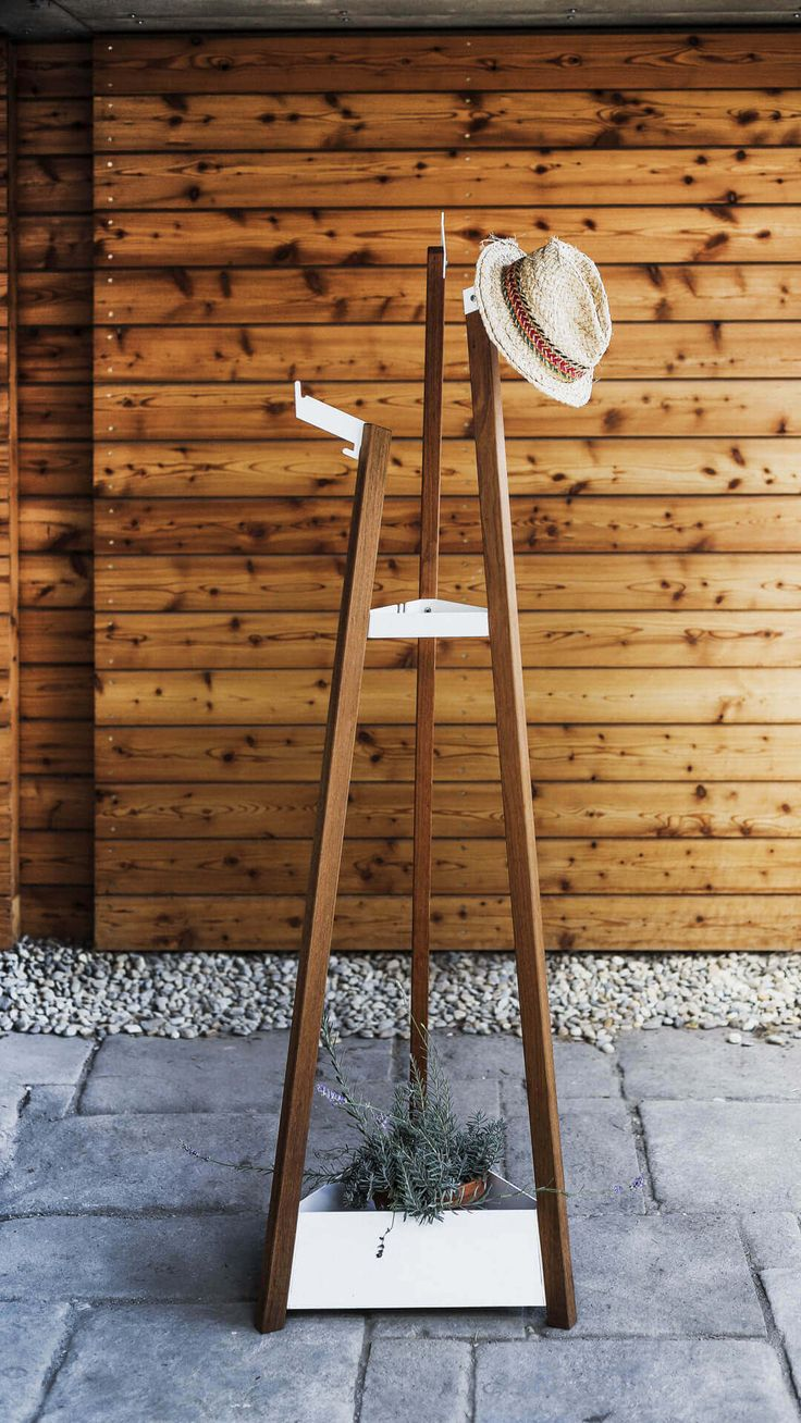 egoé outdoor furniture | SALTO coatrack. The main part of the furniture is made out of zinc-coated steel with a powder coated finish. The legs of the coat rack and the valet stand are made out of either tropical wood or out of locust wood. design: Jitka Trčková / studio plusko