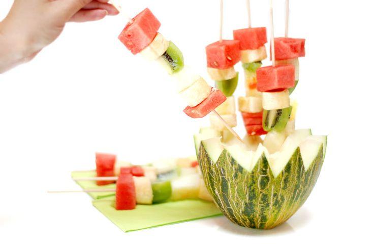 Brochetas de frutas para fiestas de verano: Ideas For, Fiestas De Verano, Fruit, Fruta Para, Party, Frutas Para, La Fruta, Fruit Skewers, Birthday Ideas