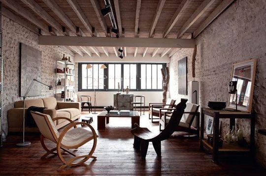 Poutres apparentes et briques rouges dans un salon normand - Magnifique maison renovee eclectique coloree sydney ...