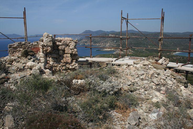 Torre di Malfatano. La piazza d'armi prima dei lavori