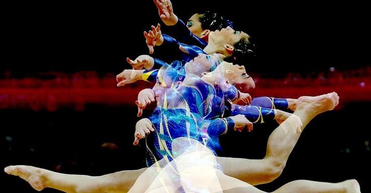 Daniele Hypolito faz seus exercícios na eliminatória individual e por equipes da ginástica artística