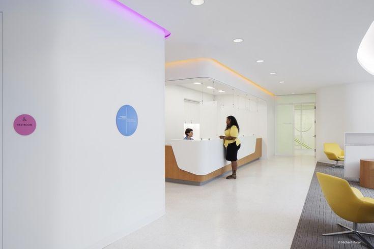 Planned Parenthood Queens: Diane L. Max Health Center; Queens, New York / Stephen Yablon Architecture . Image © Michael Moran