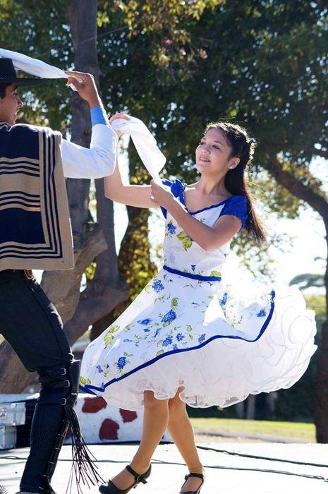 Bailando cueca chilena!