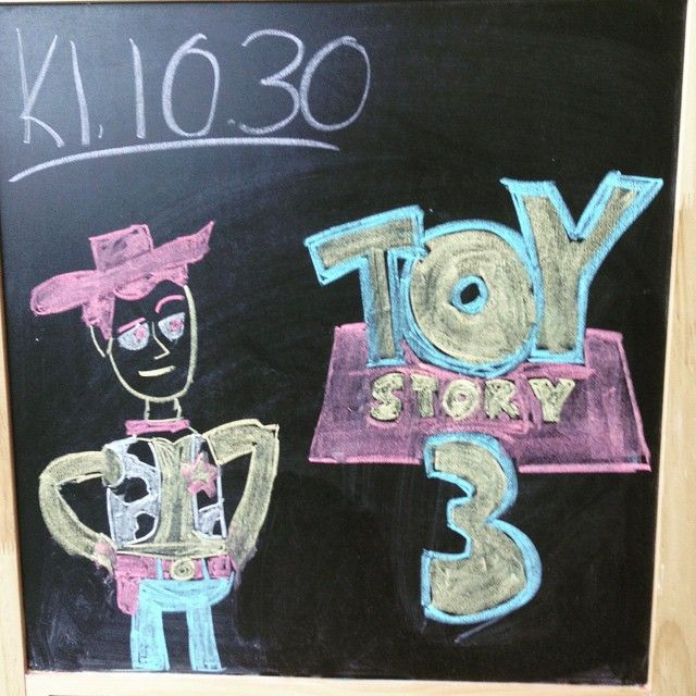 I dag er det Toy Story 3 som vises på familiekinoen! Bli med på nok et eventyr sammen med Woody og Buzz! #loddefjordbibliotek #kino #bibliotek #loddefjord