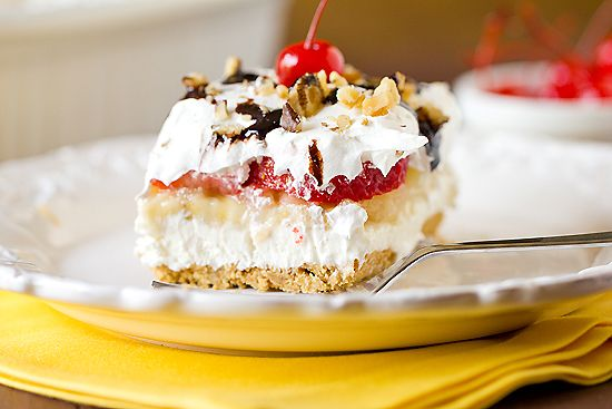 No-Bake Banana Split Dessert....this looks so yummy!!! We're gonna try this one out sometime!