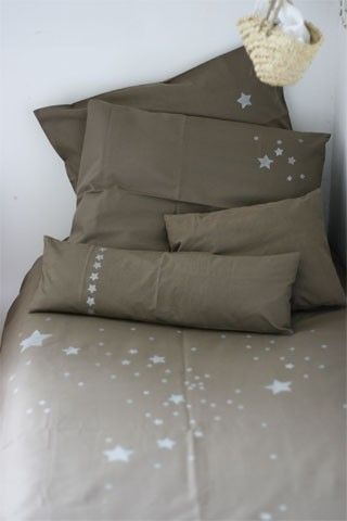 Could make this with a stamp or stencil and fabric paint-  parrure de lit Les Petites Emplettes (Nomades)
