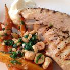 Grillad kyckling med strösslade morötter och vitlöksyoghurt