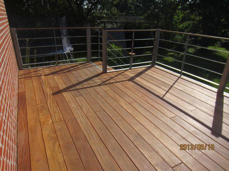 Forhøjet terrasse opbygget af billige terrassebrædder fra http://terrasseplanker.dk/