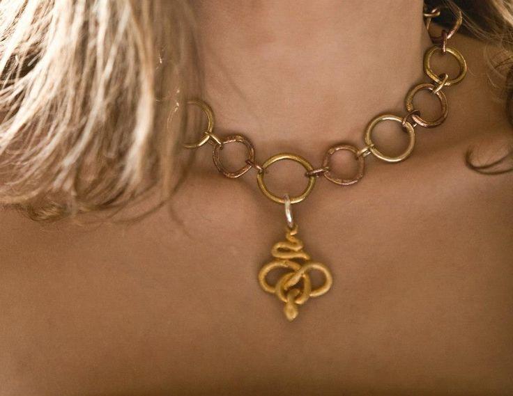 Collana argento, bronzo giallo, bronzo rosso, ciondolo serpente in bronzo giallo dorato con gancio in argento staccabile #jewels #jewel