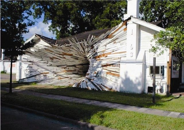 Houston, Texas artists Dan Havel and Dean Ruck (aka Havel Ruck Projects) have done a series of projects that feature artistically modified houses