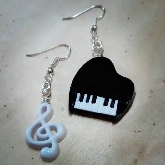 #handmade #bijoux #fattoconamore #orecchini #earrings #fattoamano #barbarariccicreations #music #piano #pianoforte #violinkey #artigianato #love #accessorize #creation #novità #workinprogress #handmadecreations #madeinitaly  Facebook : https://m.facebook.com/CreazioniBarbara/