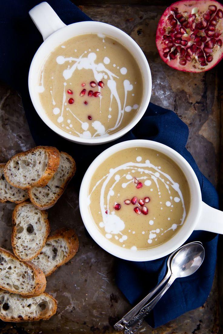 Butternut squash soup (butternut squash, løg, hvidløg, hvide bønner, mandelmælk, nutmeg)