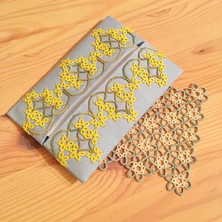 """66 Likes, 1 Comments - AYA (@aya_lace) on Instagram: """"お花畑なエジングを考えたので、ポケットティッシュケースに仕立てました。 しっかりめの布地で作ったので、鞄の中でグチャグチャにならないはず… 可愛くできたー #タティングレース #タティング #手芸…"""""""
