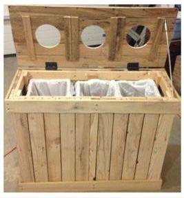 Muebles hechos con palets: contenedores de reciclaje