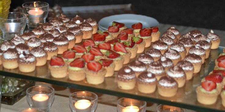 Sweet buffet with mini cakes - to make your life sweeter #guidilenci