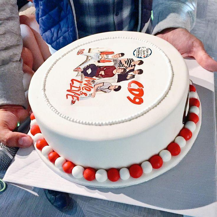 ¿Qué les parece el pastel de CD9 para celebrar el lanzamiento de #LOVEANDLIVE?