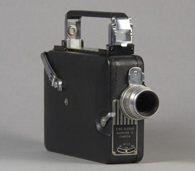 Magazine 16 Camera belonged to King George VI. These types of cameras ...: https://www.pinterest.com/pin/481040803919011731