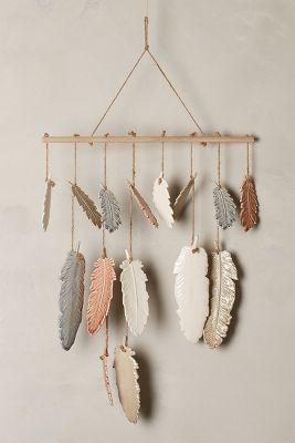 Windspiel oder Wanddekor mit Federn