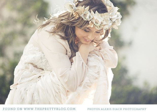 Vintage inspired cream floral headpiece | Photography: Alexis Diack Photography, Fashion: Chanelle Wright from Pretty Filly