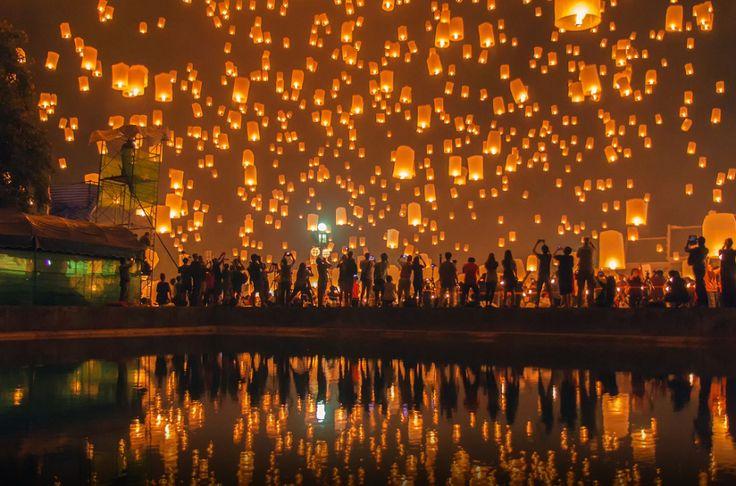 floating lantern at chiang mai