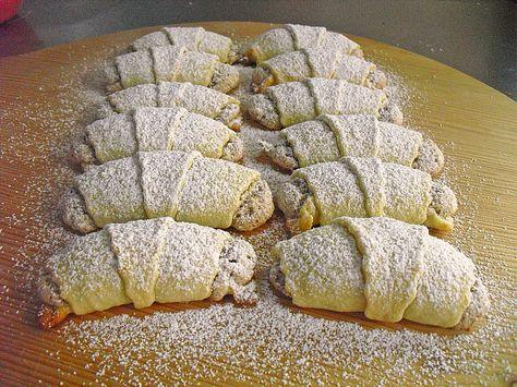 Rumänische Nusshörnchen aus Sauerrahmteig, ein sehr schönes Rezept aus der Kategorie Kekse & Plätzchen. Bewertungen: 52. Durchschnitt: Ø 4,3.