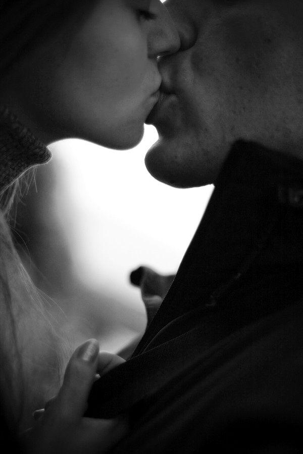 """""""...Mi madre solía decir que el Amor nunca se malgasta, aunque no te lo devuelvan en la misma medida que mereces o deseas... - Déjalo salir a raudales - decía-... Abre tu corazón y no tengas miedo de que te lo rompan... Los corazones rotos se curan... Los corazones protegidos... acaban convertidos en piedra!!!..."""""""