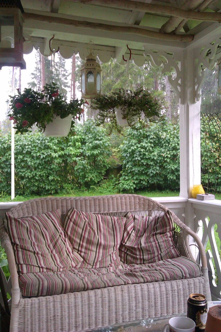 ute på verandaen på mitt sommerhus i sverige