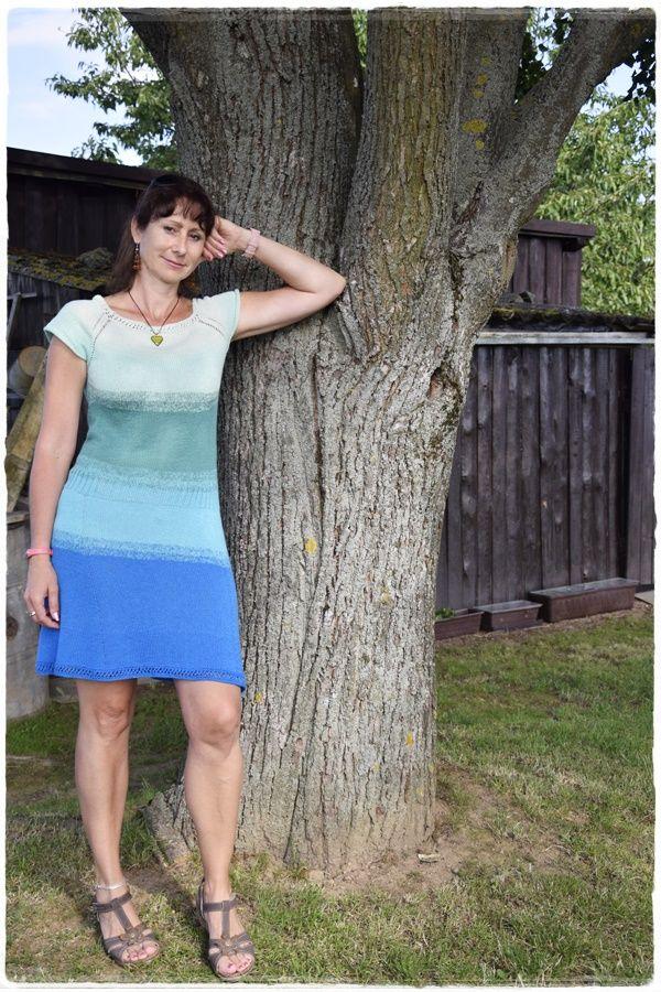 pletené šaty, barevné klubíčko