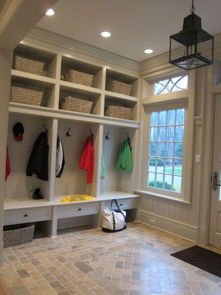 Idee dat kinderen eigen locker hebben voor hun jassen, tassen en schoenen is goed   New England | Brooks and Falotico Associates Fairfield County Architects