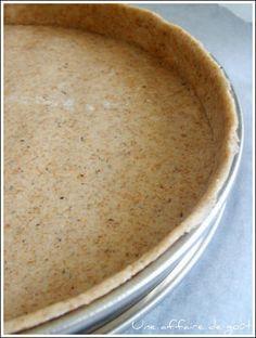Pâte à tarte - yaourt et huile d'olive 140g de farine complète (T80 - T110 ou 5 céréales complètes comme moi) - 120g de yaourt nature - 3 càS d'huile d'olive - 1 càc de sel