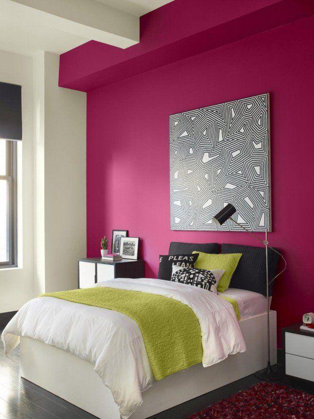 chambre adulte: mur en violet pourpre tendance