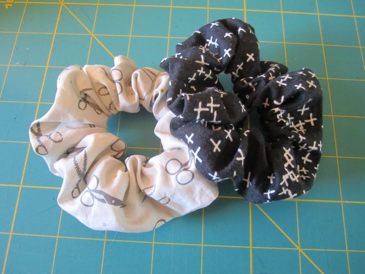 Just in case you didn't already know, 90's fashion trends are making a comeback, and that means scrunchies!! These adorable hair ties are super quick to make and don't take much fabric. They make a perfect gift and are an excellent beginner's sewing project! Let's get started!   For my scrunchies I used a fat quarter ofPetite Plus from the black and white collection by Cotton + Steel, and a fat quarter of Make the Cut by Art Gallery. You will also need some 1/4″ wide elastic!  First, cut a…