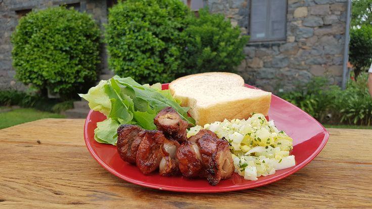 Quando estava em Bento Gonçalves, o Chef Pedro Benoliel conheceu esta receita de Vitela com Toucinho, que é uma ótima para um almoço de fim de semana. Experimente!