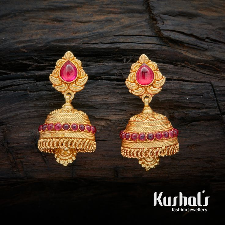 This is a lovely pair of South Indian Traditional Silver temple Ruby Green Jhumka Earrings with Hanging Beads & spinal stones.  The entire piece is crafted in pure Silver (92.5). This pair makes for great festive wear.