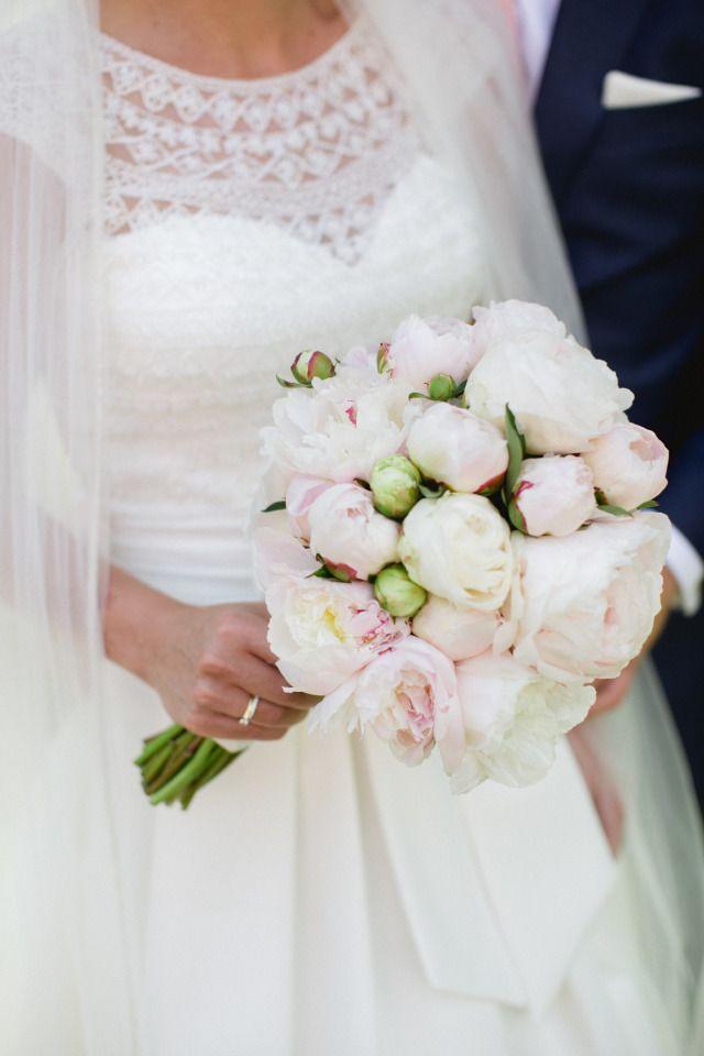 Credit: Susan Noelle - huwelijk (ritueel), bruid, bruids, bloemstuk, huwelijk (burgerlijke staat), bruidegom, liefde, hoofddeksel, betrokkenheid, romance (relatie), newlywed, vrouw, ceremonie, romantisch, bloem (plant), viering, mooi, rozen, elegant, meisje