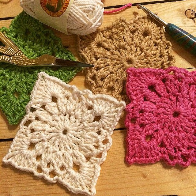 """""""This square motif pattern is so easy and so cute! Perfect for so many projects. #lovetocrochet #handmadebyme #crochet…"""""""