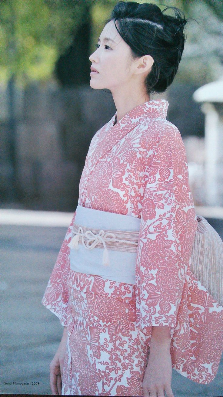 Fresh and modern inspiration. 綿紅梅のゆかた。= Cotton yukata with red plum pattern?