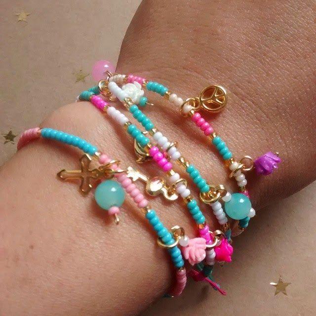 Pulseras Mostacillas chic Materiales: Mostacillas checas, perlas de vidrio, hilo celular, accesorios de oro goldfield, rosas de resina