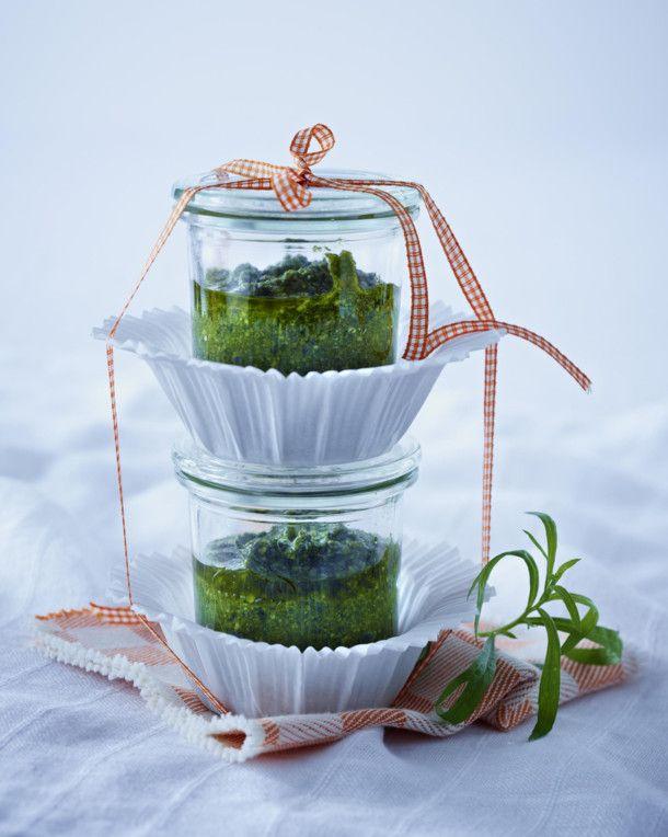 Unser beliebtes Rezept für Estragon-Pesto und mehr als 55.000 weitere kostenlose Rezepte auf LECKER.de.