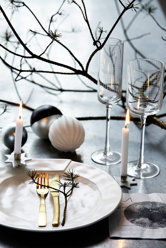 #home #interior #design #christmas #tablesetting #gold #cutlery #Moments2014 #housedoctordk #©housedoctor.dk http://www.housedoctor.dk/