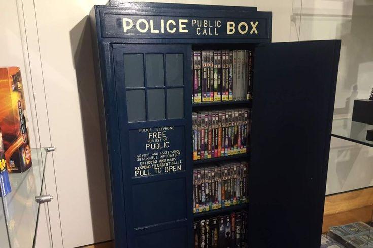 Dr Who Tardis bookshelf part of record attempt
