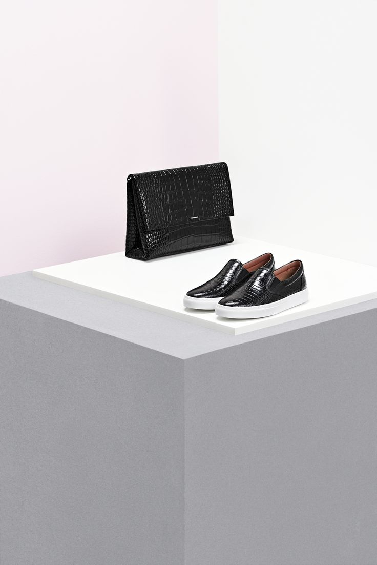 Expertly crafted leather accessories from the BOSS Womenswear pre-Fall 2016…